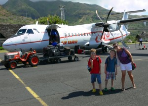 plane from moorea